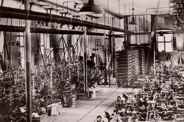 Fabrikhalle für Papierhülsenproduktion